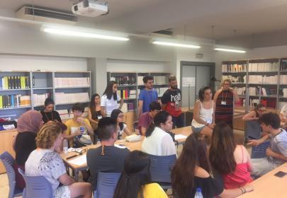 Participantes del Campus Inclusivo Europeo INnetCampus debatiendo en grupo